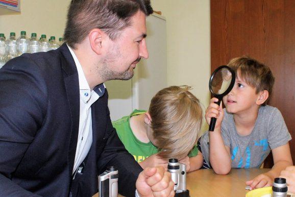 """Tag der kleinen Forscher 2018: Christian Sauter, MdB, besucht """"seinen"""" Kindergarten Almena"""